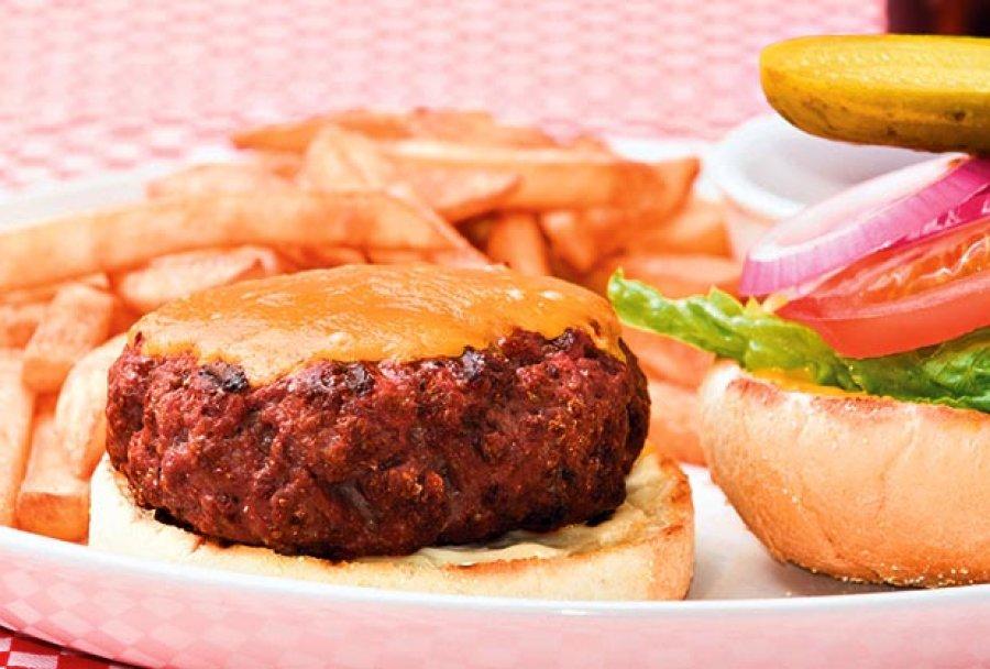 socni-bucmasti-burger-shutterstock-1388082123-418289